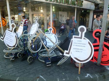 Mardi 27 septembre 2011: Des bâtons dans les roues